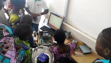 Le BLOLAB amène l'outil numérique aux pieds des enfants